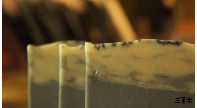 Purifying Milk Soap with Binchotan Charcoal & Lemongrass